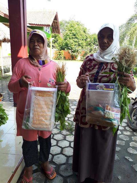 Dinas Kelautan dan Perikanan Provinsi Lampung Bagikan 100 Paket Sembako Untuk Masyarakat Natar
