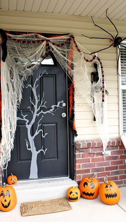 FRIGHTFULLY FUN WAYS TO DECORATE H5N1 PORCH FOR HALLOWEEN 30+ Super Scary Ways to Decorate Your Home This Fall