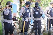 Dipimpin Kompol Fantry, Tim Satgas Trauma Healing Polda Sulsel Lakukan Bersih-bersih Sisa Puing Bencana