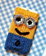 http://translate.google.es/translate?hl=es&sl=de&tl=es&u=http%3A%2F%2Fwww.prettycolumn.co.uk%2F2015%2F02%2Fminion-phone-cover-free-knitting-pattern.html