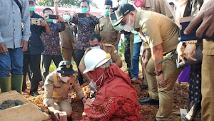 Bupati Masnah Letakkan Batu Pertama Pembangunan SMA Desa Suko Awin Jaya