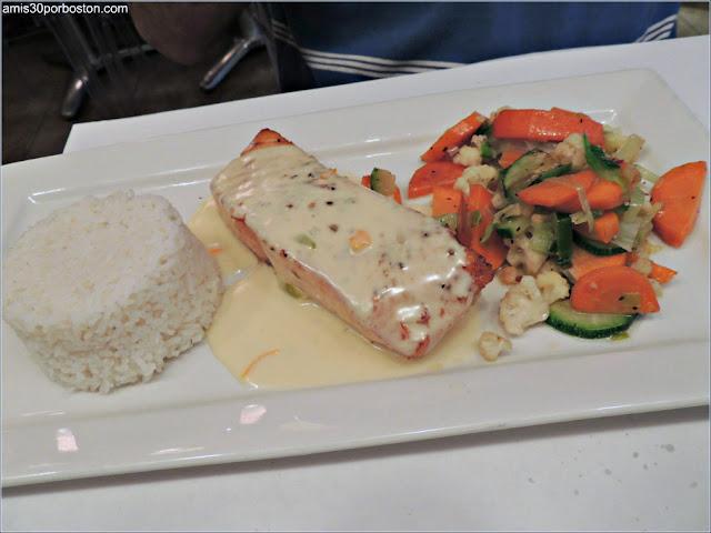 Salmón del Restaurante Bistro Sous le Fort, Ciudad de Quebec