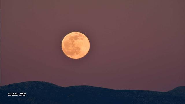 """Η """"Πανσέληνος του λύκου"""" πάνω από το Ναύπλιο - Το πρώτο φεγγάρι της χρονιάς και της δεκαετίας (βίντεο)"""
