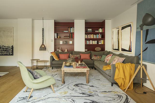 Amenajare contemporană în culorile toamnei și o grădină de 120 m² decorată modern
