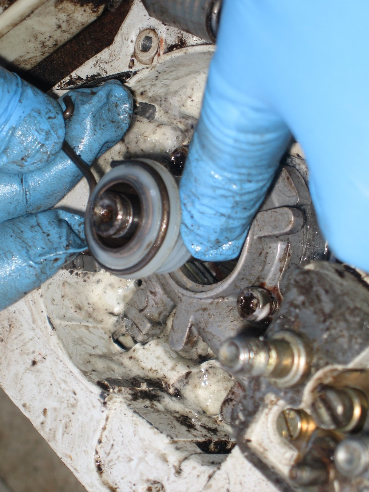 Who cares?: Replacing the chain oil pump on a Stihl 034