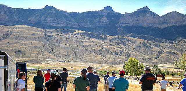 Cody Wyoming geology travel field trip folding anticline great unconformity Heart Mountain detachment Yellowstone Absaroka volcanic copyright RocDocTravel.com