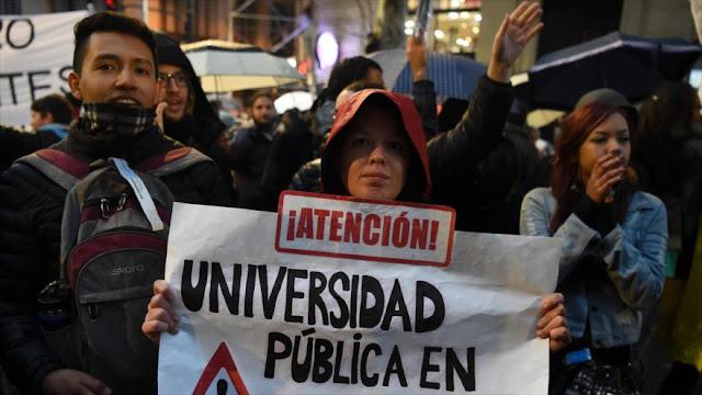 Miles de argentinos salen a las calles contra políticas de Macri