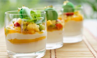 Θρεπτικό επιδόρπιο γιαουρτιού με φρούτα εποχής!