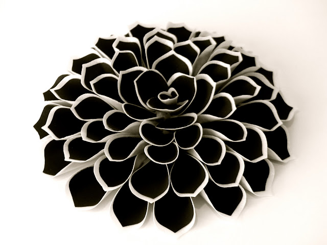 wafer-paper-flower-free-tutorial-dahlia-black-white-deborah-stauch