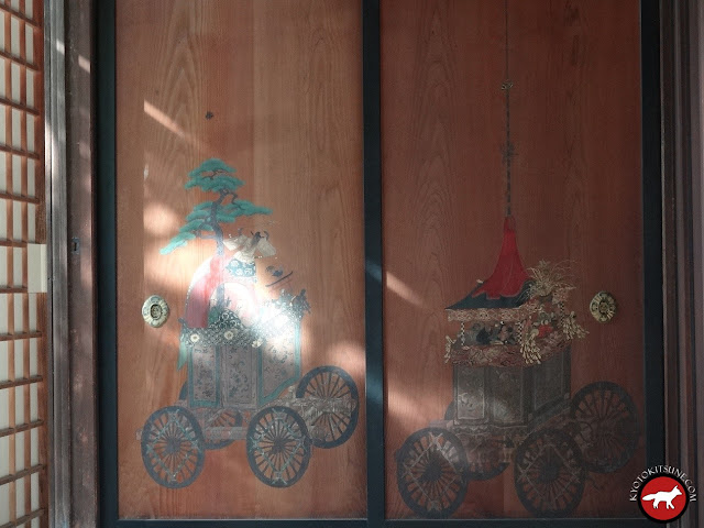 Panneaux en bois de cyprès représentant les chars de la fête de Gion