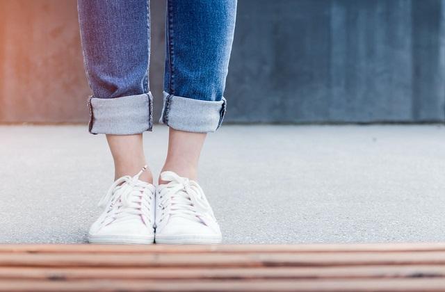 white sneakers denim pants