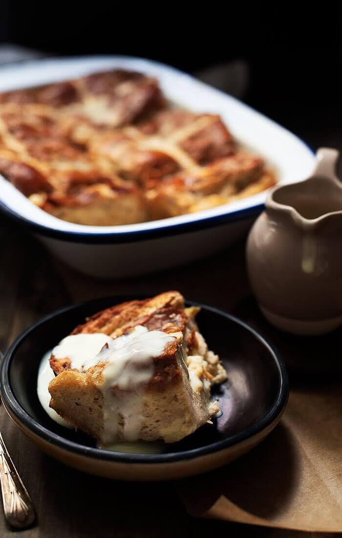 Apple and cinnamon hot cross buns pudding