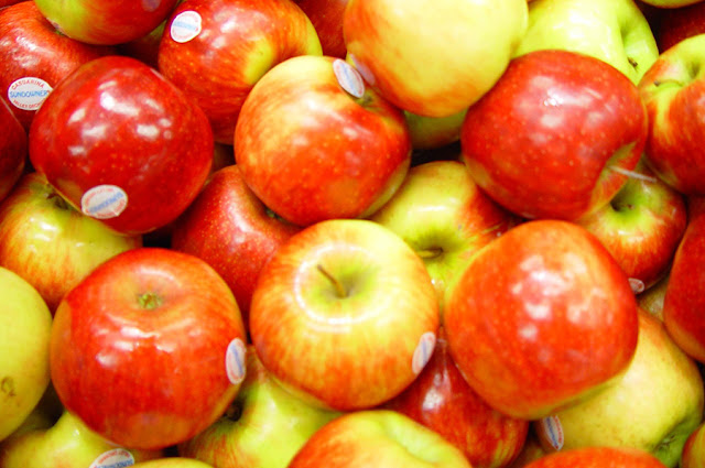 Eating apples and green tomatoes could hinder symptoms of aging