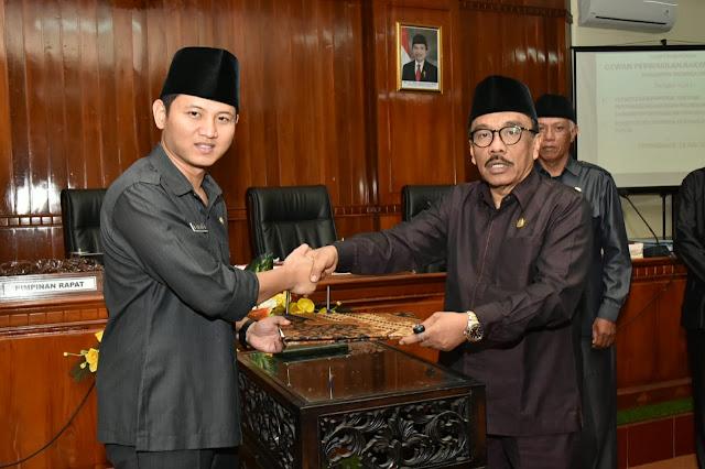 DPRD Trenggalek Setujui Ranperda Pertanggungjawaban Pelaksanaan APBD tahun 2018 dan Ranperda PUDAM Menjadi Peraturan Daerah
