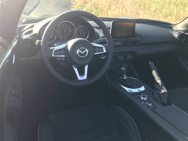 Instrument panel in 2020 Mazda MX-5 Miata Club