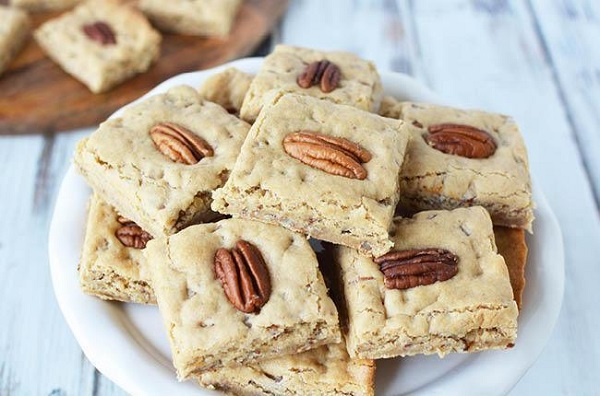chewy butter pecan bars