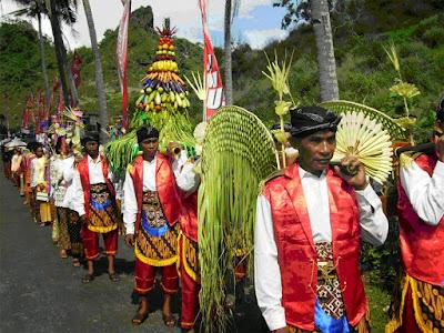 Contoh Tradisi Hindu di Masyarakat Indonesia Contoh Tradisi Hindu di Masyarakat Indonesia