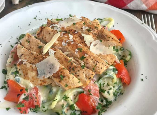 Grilled Chicken Cauliflower Alfredo with Zucchini Noodles #healthy #recipes