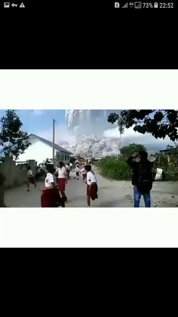 Dhasyatnya Erupsi Gunung Sinabung, Rubah Siang Jadi Gelap Masyarakat Menjerit Ketakutan