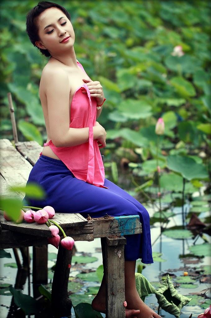 Vietnam Girls Undress Among Lotus Lake - P2 - The Most -3824