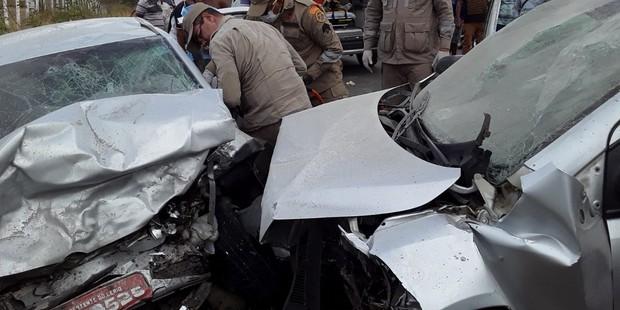 Duas pessoas morrem e quatro ficam feridas em acidente na PE-90, em Surubim