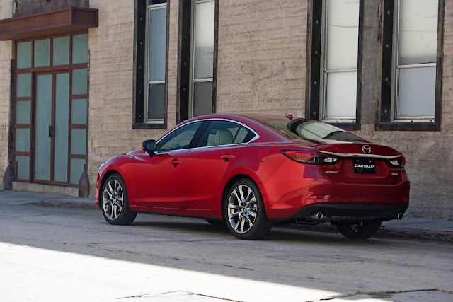 Rear 3/4 view of 2017 Mazda 6i Grand Touring