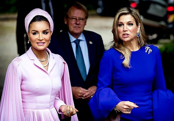 Queen Maxima wore ROKSANDA Margot crepe dress. Queen Maxima and Sheikha Moza bint Nasser from Qatar attended the seminar in Hague