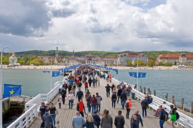 molo w Sopocie, widok na panoramę miasta