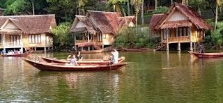 Danau yang luas dan bersih di Kampung Sampireun Garut