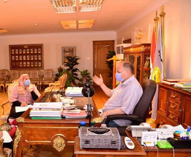 محافظ أسيوط يلتقي مدير التخطيط العمراني بالمحافظة