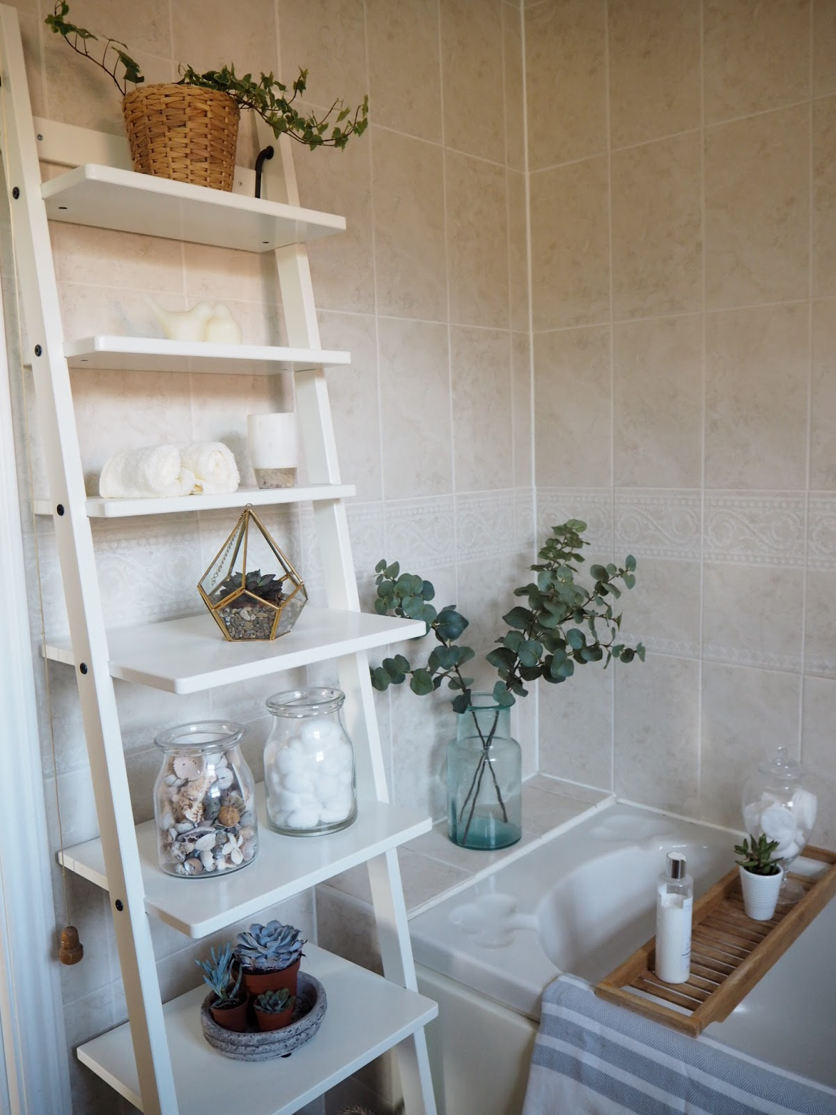 Quick & simple bathroom makeover - Using only accessories ...