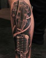 tatuaje de guitarra y microfono