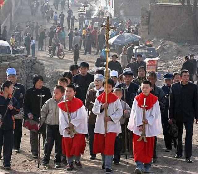 Procissão 'clandestina' católica em Taiyuan, província de Shanxi