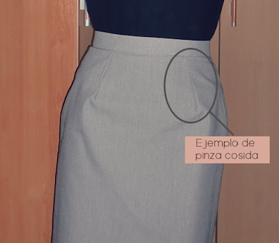 Ejemplo de pinza cosida en una falda