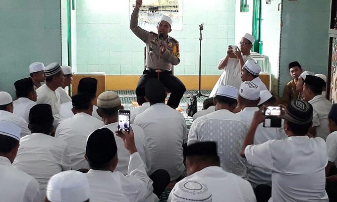 FOTO : Ratusan Polisi Santri Ikuti Tabligh Akbar di Masjid Raya Watampone