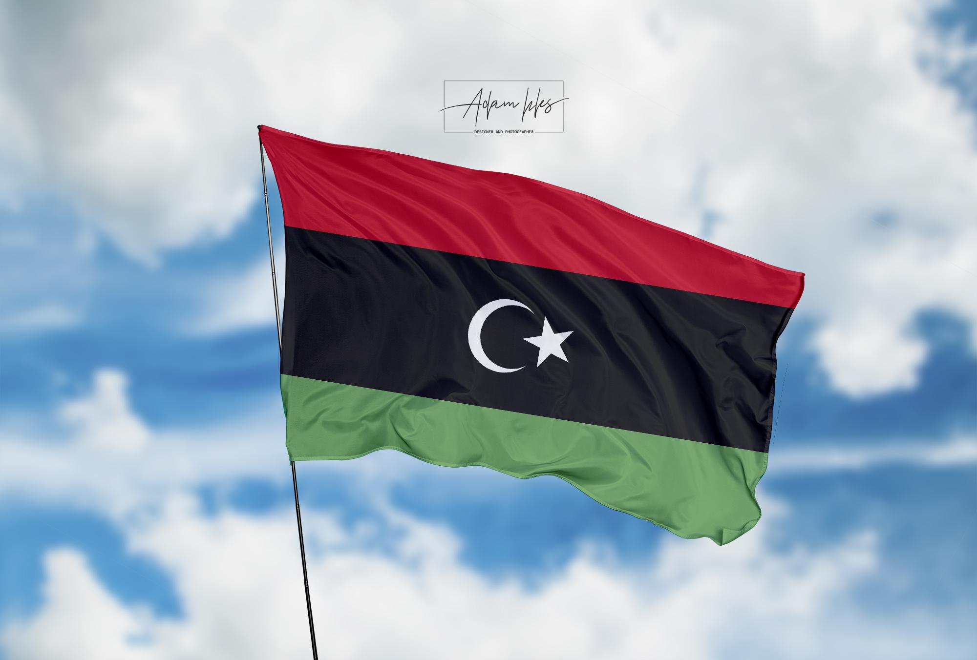 تحميل اجمل خلفية علم ليبيا يرفرف في السماء - اجمل خلفيات ليبيا الرائعة