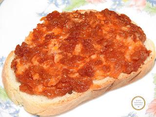 Fasole batuta sau facaluita pe paine reteta,