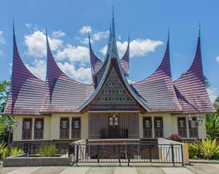 Rumah-Adat-Tradisional-Minangkabau-Rumah-Gadang-Sumatera-Barat