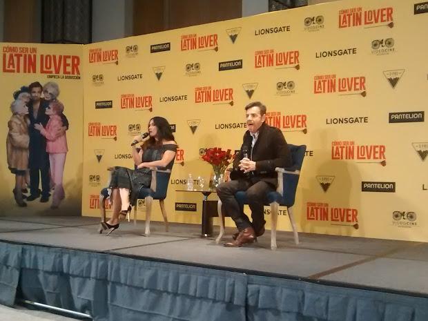 "Salma Hayek Pinault Eugenio Derb Presentan ""como Ser Latin Lover"""