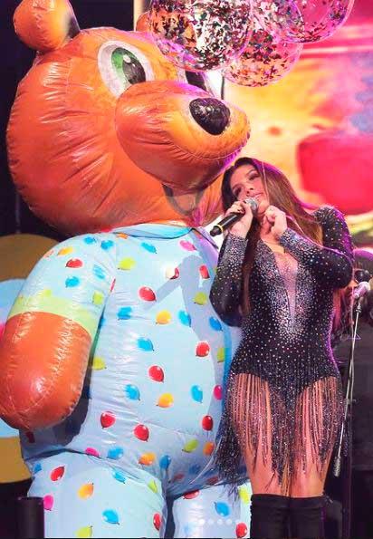 Simony canta ursinho Pinpão