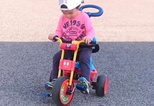 2歳児に買ってよかったよく遊んだおもちゃ④:三輪車
