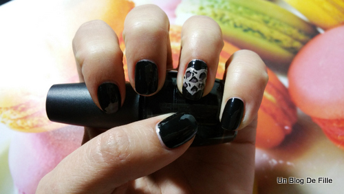 http://unblogdefille.blogspot.fr/2016/02/nail-art-pyjama-party-black-and-leopard.html