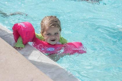 12 Tips Mengajari Anak Berenang Aman dan Cepat Bisa