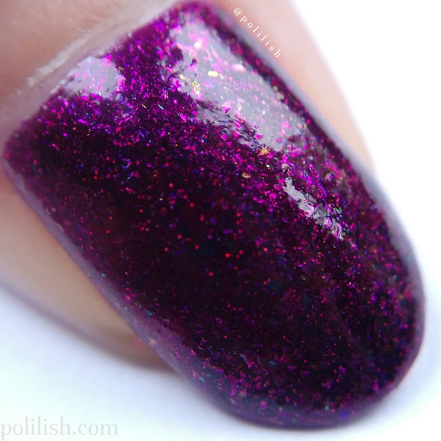 Emily de Molly 'Calibrated', two coats with top coat. Macro swatch by polilish