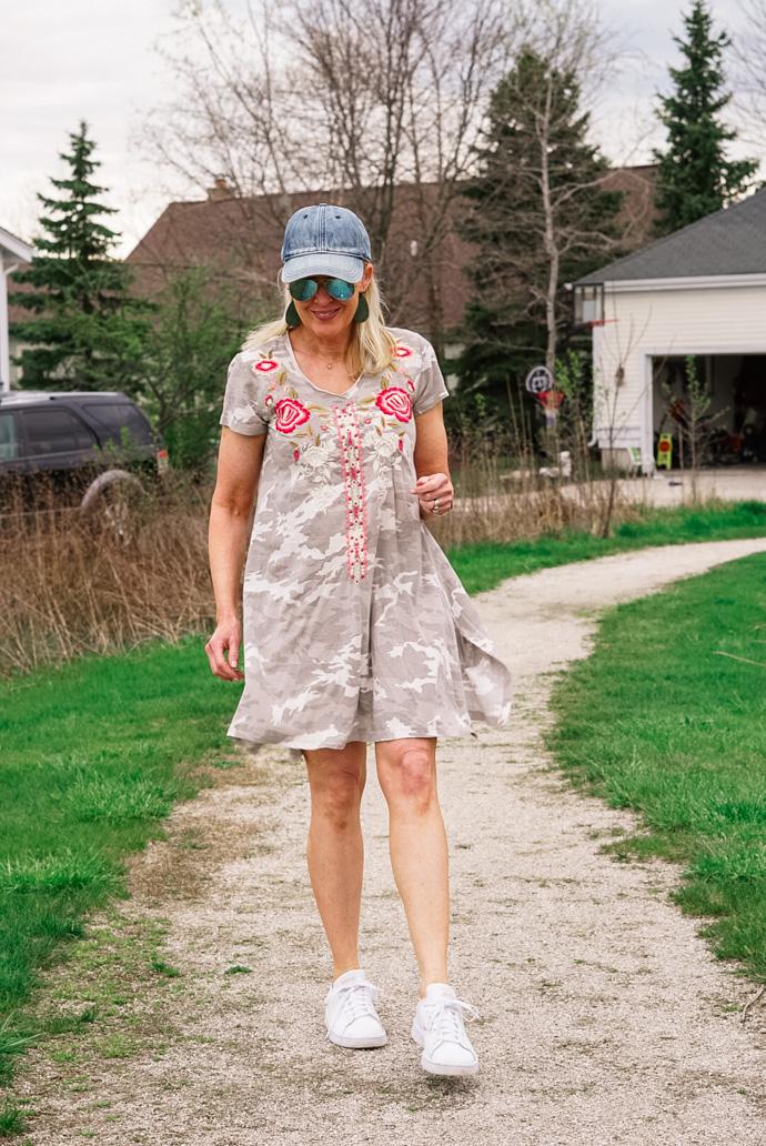 embroidered camo print tee-shirt dress