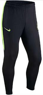 Legging yaitu celana pas kaki yang biasanya dibuat dari bahan yang stretch atau lentur dan panjangnya sampai mata kaki