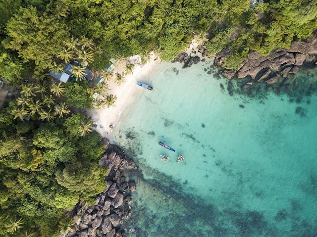 Được bao bọc bởi vô số đảo lớn nhỏ xung quanh, đi Phú Quốc trong chuyến du lịch hè lần này, bạn hãy thử thách mình khi ngồi trên cáp treo vượt biển dài nhất thế giới vừa mới đi vào hoạt động nửa đầu 2018.