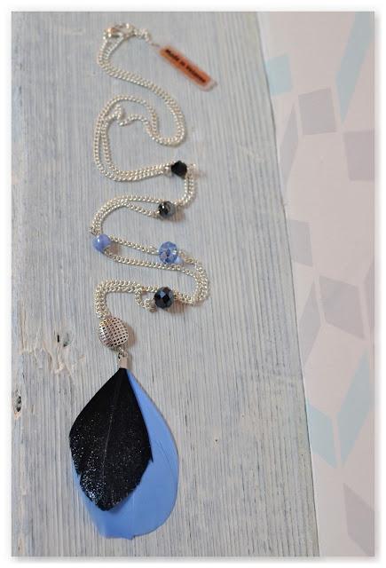sautoir plumes et perles noir et bleu