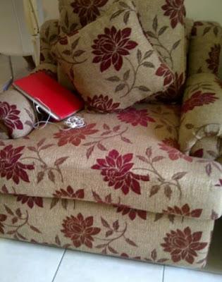 Cover kain sofa bermotif
