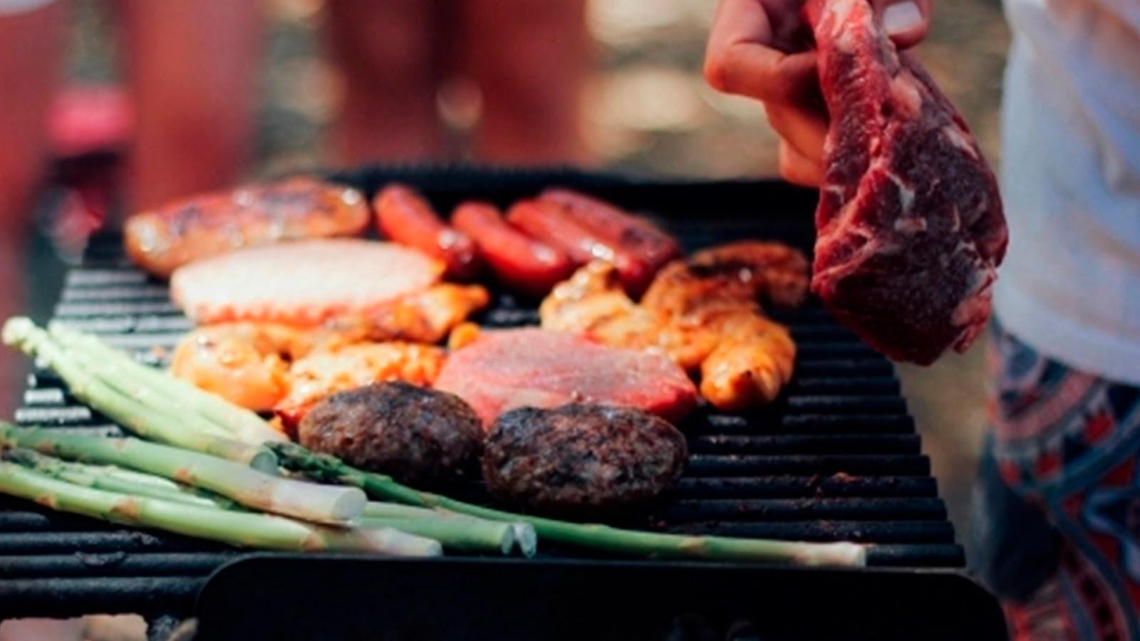 Comer carne asada podría aumentar el riesgo de padecer cáncer y diabetes